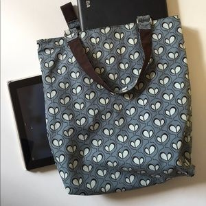 Cool laptop tote bag. Multiple pockets. Cute print